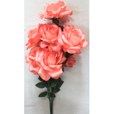 Букет распущенных крупных роз